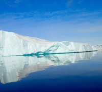 Antarctic_iceberg,_2001_-2