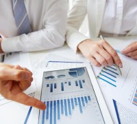 making-report-statistics-close-up-female-male-hands-over-business-document-touchpad-35658048